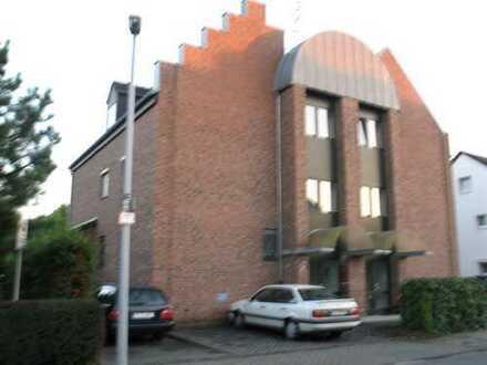 2 Zimmerwohnung mit Balkon und Außenstellplatz