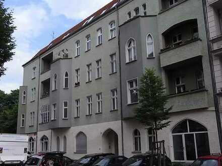 Am Treptower Park, schöner san. Altbau DG (2 Zi.) mit S-W Balkon zum Hof, EBK und Kammer