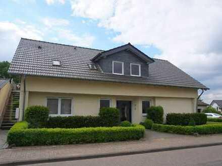 Modern ausgestattete 4-Zimmer-Wohnung mit Loggia, Garage und separatem Eingang in Odenthal-Blecher!