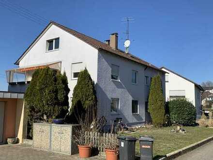 """""""Haus im Haus"""" 3 1/2 - 4 Zimmerwohnung OG zzgl. 1 1/2 Zimmerwhg. DG m. Balkon u. großem Garten"""