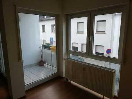 Helle, gepflegte 2,5-Zimmer-Wohnung mit Balkon und EBK in Heidelberg