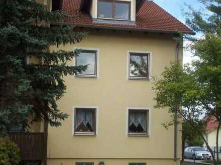 Gemütliche DG-Wohnung (54 qm) im Mehrfamilienhaus (6 Wohnungen) in Schwandorf