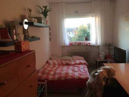 Helles 12qm Zimmer, liegt sehr zentral, für nur 275€, ab sofort frei!