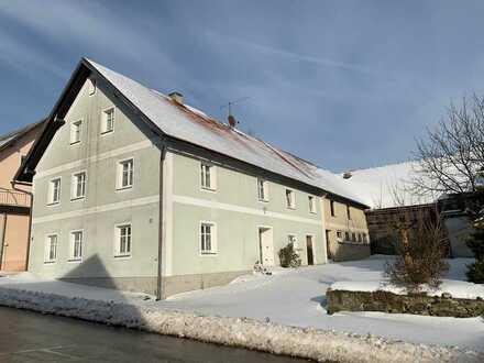 Hofstelle im Dorf - mit viel Platz in Scheunen und Ställen