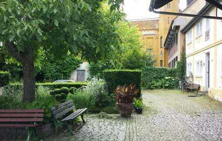 Schönes 15qm Zimmer mit riesigem Burginnenhof