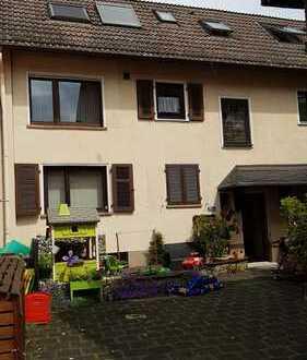 2-3 Familienhaus incl. kleiner Garten und 4 Abstellplätze von privat