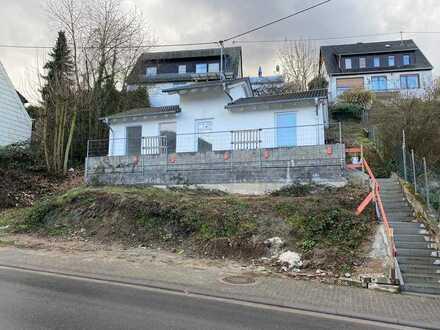 * ERSTBEZUG + MIETKAUF Einfamilienhaus mit Blick auf Rhein*