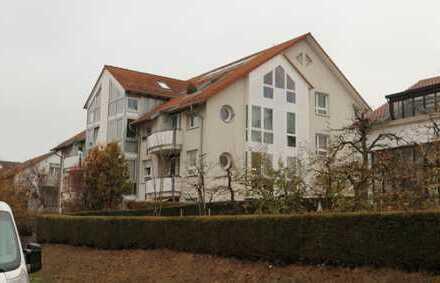 Schöne 2 Zimmer Wohnung mit Einbauküche, Wintergarten sowie TG-Platz in 71083 Herrenberg
