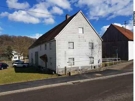 Idyllisch gelegenes, zu renovierendes Bauernhaus