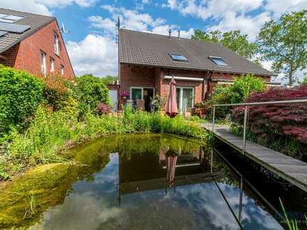Wohnen wie im Urlaub! Doppelhaushälfte mit eigener Teichanlage und Whirlpool-Wanne