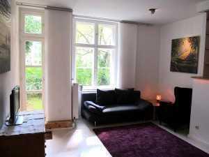 Sanierte 3-Zimmer-Hochparterre-Wohnung mit Balkon und EBK in Tempelhof, Berlin