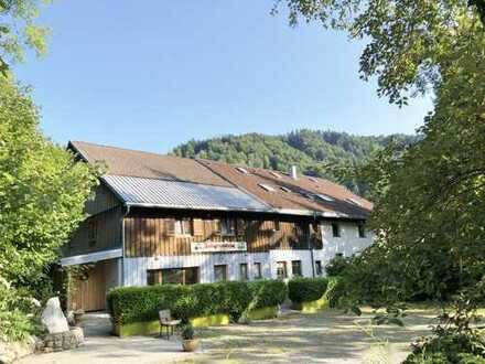 Vor den Toren Oberstaufens - Ehemalige Einkehrstube mitten in der Natur inkl. ELW + Ausbaupotenzial