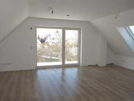 Erstbezug: stilvolle 2-Zimmer-DG-Wohnung mit EBK und Balkon in Mering
