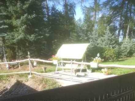 Wie im eigenen Haus! Gepflegte 2 oder 3 -Raum-Terrassenwohnung mit Balkon, EBK, eig. Zugang in Mab