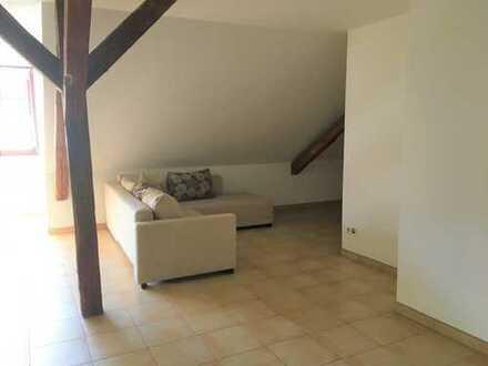 Schicke 2 Raum Wohnung Dachgeschoss mit Einbauküche und großzügigem Balkon im Zentrum von Bautzen...