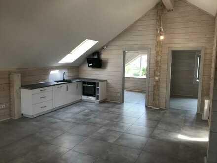 Erstbezug: attraktive 2,5-Zimmer-Dachgeschosswohnung mit Einbauküche und Balkon in Oberstadion