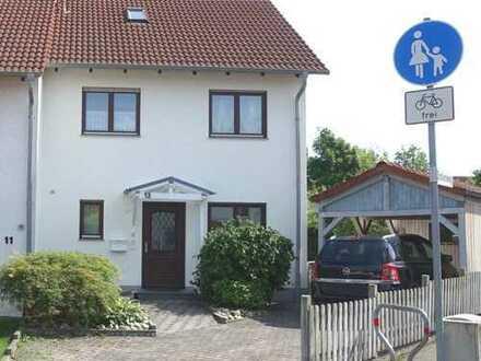 Schönes, lichtdurchflutetes Haus mit Garten in Neu-Anspach
