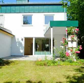 + + München-Pasing + + vollständig renovierte Doppelhaushälfte mit kleinem feinem Garten