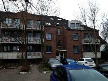 Vollständig renovierte 2-Zimmer-DG-Wohnung mit Balkon in Bremen