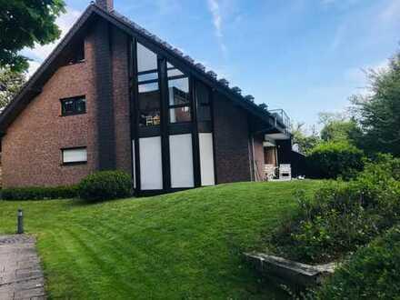 Schöne 5-Zimmer-Maisonette-Wohnung mit Balkon und Einbauküche in Bad Godesberg
