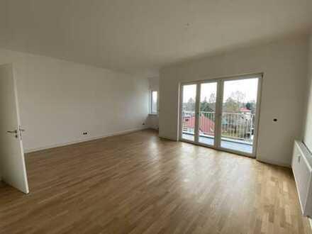 Exklusive Dachgeschoss Wohnung +++ ERSTBEZUG +++ in Lichtenrade mit Balkon, EBK, Wannenbad, Dusche