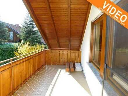 Dachwohnung mit Einbauküche und Südbalkon, sehr ruhig gelegen