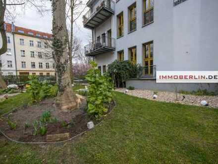 IMMOBERLIN: Imposante individuelle Altbauwohnung mit Terrasse & Garten