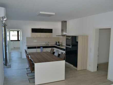 Gewerbegebiet: Sanierte 2 Zimmer mit Einbauküche und Terrasse in Köln-Lind
