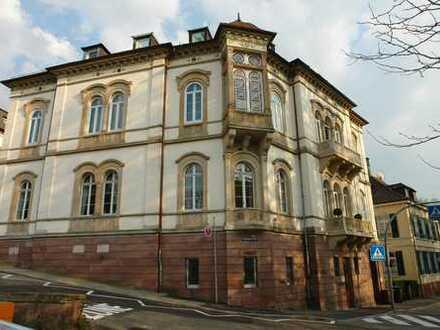Exklusive, sanierte 2-Zimmer-DG-Wohnung mit Einbauküche in Baden-Baden