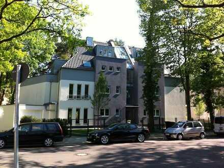 Schöne, geräumige zwei Zimmer Wohnung in Berlin, Zehlendorf