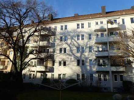 VERKAUF GEGEN GEBOT !!! 3 Zi.-Altbau-Wohnung in Top Lage # FREI # Ren.bedürftig #