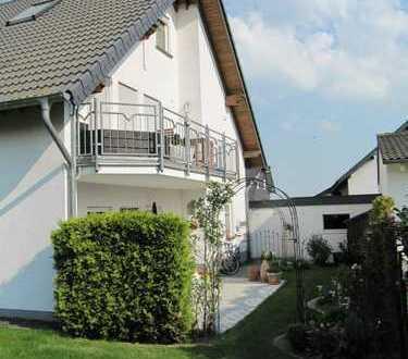 Exklusive Maisonettenwohnung mit Balkon, Garten und Garage in ruhiger Lage