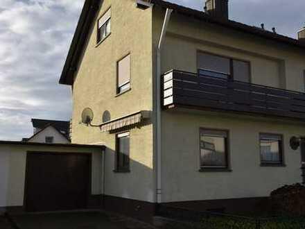 Großzügige, zentral gelegene DHH mit 7 Zimmer und 163m² Wfl. - Garage
