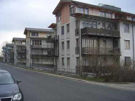 helle gut ausgestattete Wohnung