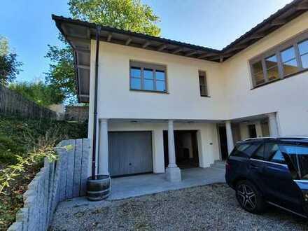 Villenartiges Haus mit 6 Zimmer und einem gehobenen Wohnkomfort in ruhiger Lage, Chieming