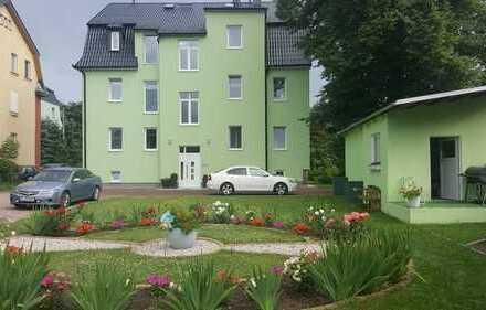 Moderne und große 4-Zimmer-Wohnung mit hochwertigem Bad und schönem Garten