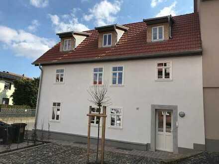 Ideal für Singles - Kernsaniete Altbau-Dachgeschoss-Wohnung ohne Balkon in Neuenberg