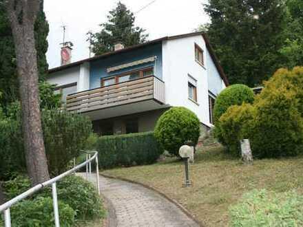 Ein-Zweifamilienhaus mit großem Garten und Garage in Maulbronn