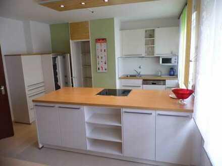 Bad Neuenahr am Kurpark, seniorengerechte große 2-Zimmerwohnung mit moderner Wohnküche