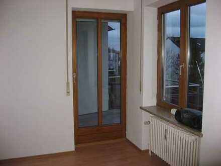 Schöne 2-Zimmer-Wohnung mit Balkon und EBK in Augsburg