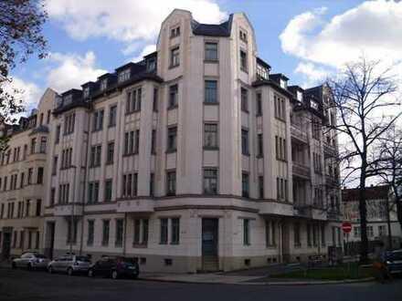 5 Raum EG- Wohnung mit 117m², Laminat,Balkon, Bad mit Dusche
