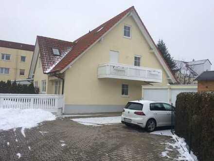 Schöne Doppelhaushälfte mit 5,5 Zimmern in Augsburg (Kreis), Königsbrunn