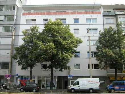 Kernsanierte 3- Zimmerwohnung in unmittelbarer Nähe zum Barbarossaplatz