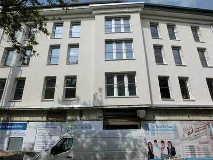 Darmstadt-Mitte!** Komplett sanierte 3 Zi.-Whg. im 1. OG mit großer Dachterrasse und Balkon**