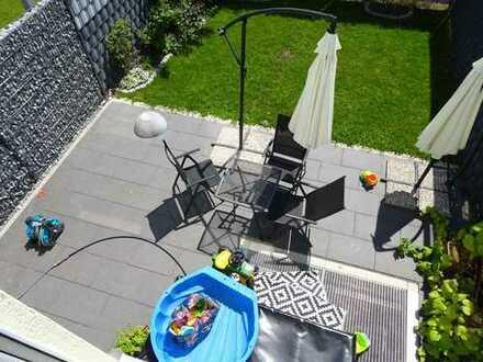 Sehr schönes, neuwertiges 1 .- Familienhaus mit großer Terrasse und Garten
