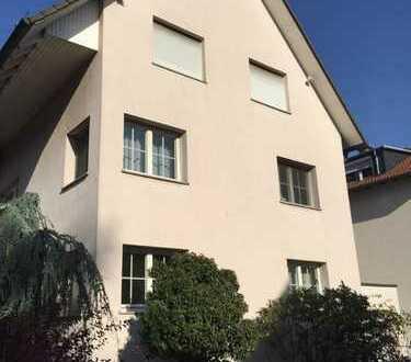 Dreifamilienhaus in Dreieich mit separater Gewerbeinheit