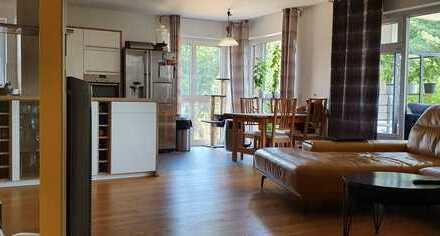 Exklusive, neuwertige, barrierefreie, 4-Zimmer-Wohnung mit Balkon und Einbauküche