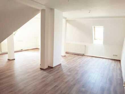 3-Zimmer Wohnung, neu renoviert, Einbauküche, Zentral