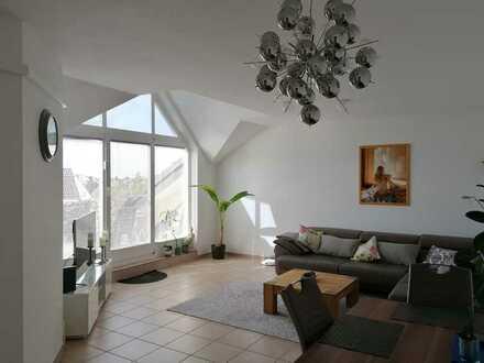 Wunderschöne 3-Zimmer-DG-Wohnung mit Klimaanlage, Balkon und Einbauküche in Langen (Hessen)