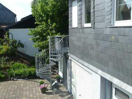 Günstige 2-Zimmer-DG-Wohnung mit Balkon und EBK in Bell/Leideneck